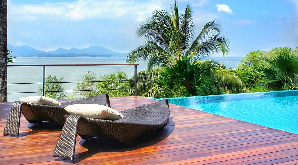 5 conseils pour bien aménager sa piscine